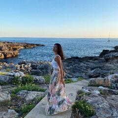 Nuestra falda favorita del verano está de vacaciones con @monttesinoss ¡Gracias por llevarnos contigo! ✨ #planazosporespaña
