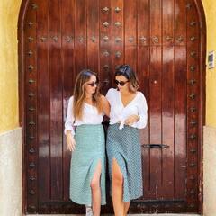 Juntas somos más ⚡️🐘 Las nuevas faldas midi se han convertido en un imprescindible para nosotras. ¡Feliz sábado! #mumbaiclothing #compras #stylish #faldamidi